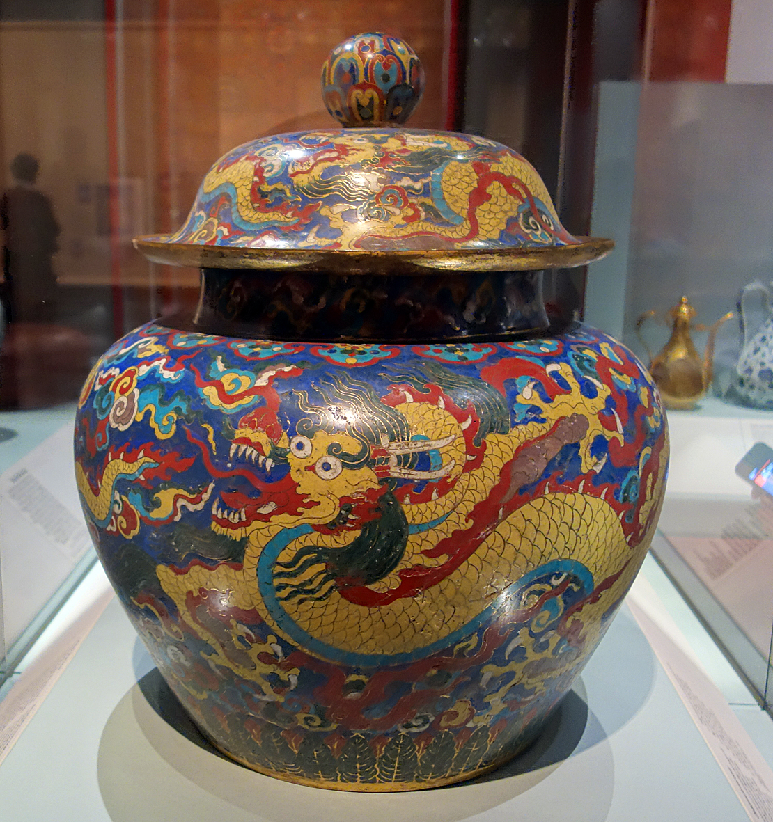 Chinese dragon jar
