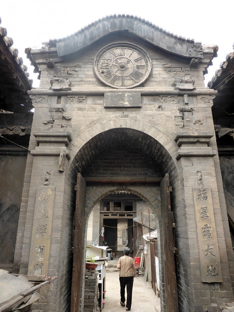Pingyao clock with Roman numerals
